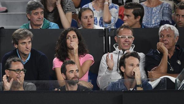 Nadal trituró a Tsitsipas y es finalista