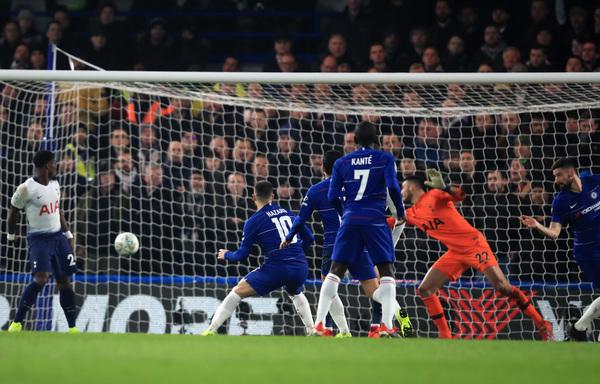 Questa la parte finale dell'azione che ha portato al 2-0 di Hazard: piatto sinistro aperto sul secondo palo dopo cross di Azpilicueta
