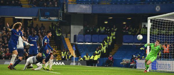 Il grande avvitamento in tuffo di Llorente che ha siglato l'1-2 Tottenham