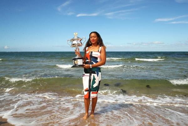 Naomi Osaka, este domingo en la playa de Brighton posando para los fotógrafos. La nueva campeona del Open de Australia y nº 1 WTA FOTO: GETTY
