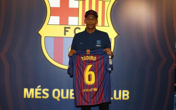 Todibo lucirá el dorsal  6  y se desconoce si el Barça ha pagado alguna  cantidad para adelantar la incorporación. 7eb218c153b9c