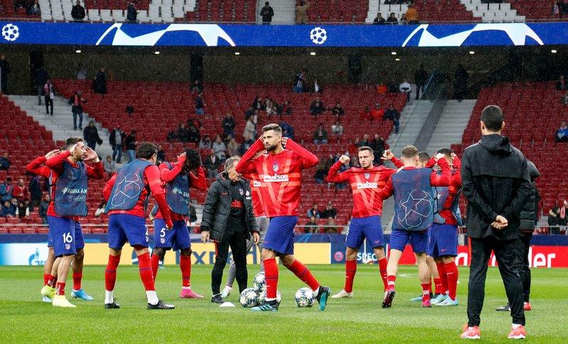 Calienta el Atlético sobre el césped. (FOTO: @Atleti)