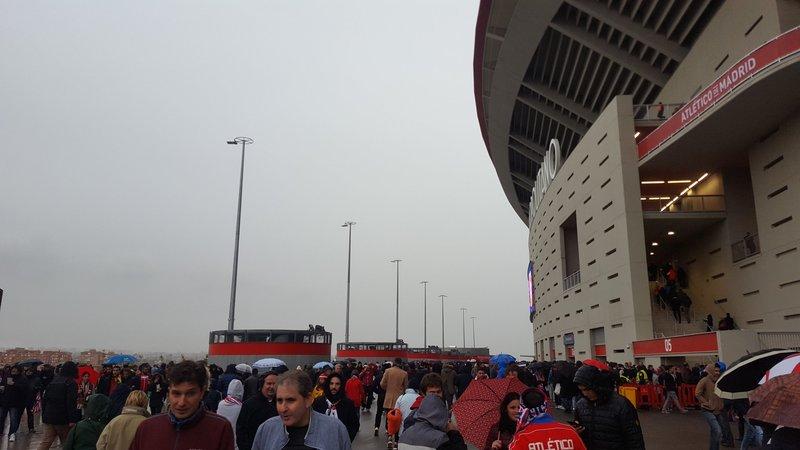 A ver qué entrada tiene el Metropolitano. Está lloviendo y el horario no es le mejor. (FOTO: @Atletico_Md)