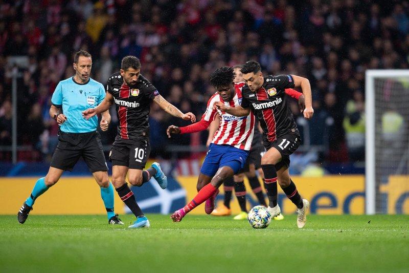 El medio del campo germano le está ganando la partida al Atlético. (FOTO: @bayer04fussball)