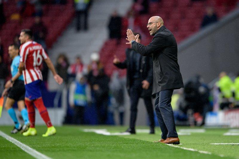 Bosz le dio un toque a sus jugadores tras la derrota de hace unos días en Frankfurt y parece que está funcionando. (FOTO: @bayer04_es)