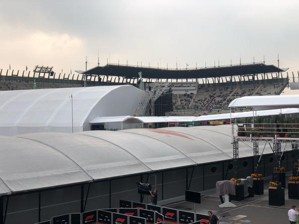 Il foro del Sol, nato nel 1993 e concepito come venue per concerti. Inizialmente chiamato L'Autódromo, può ospitare più di 50 000 persone. Dal 2000, è stato usato anche come stadio di baseball.<br> É il 2º stadio per capacità e organizzazione per concerti a Città del Messico, subito dopo l'Estadio Azteca, che ha una capacità di 105 064 persone.