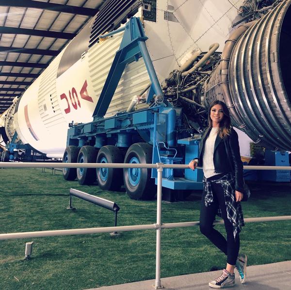 🚀 Questo è Saturn V, un razzo multistadio a propellente liquido, usato dalla NASA nei programmi Apollo e Skylab. È il modello fisicamente più grande mai prodotto della famiglia di razzi Saturn sviluppata.<br><br>Un totale di 13 Saturn V furono lanciati tra il 1967 e il 1973 e tutti i lanci si conclusero con successo. Il carico principale per cui questi razzi furono utilizzati fu la serie di missioni Apollo che permisero a 12 astronauti di atterrare sulla Luna. Ad oggi è stato l'unico mezzo in grado di portare<br> l'uomo su un altro corpo celeste.<br>