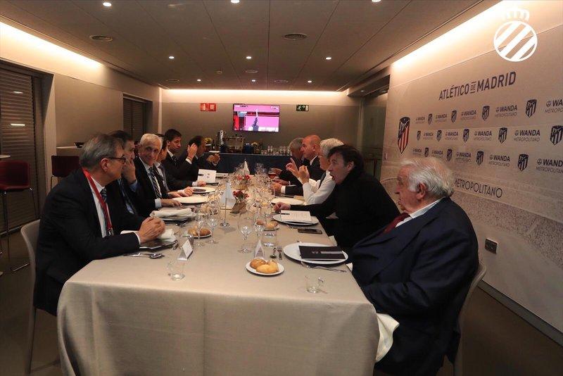Por cierto que la comida oficial se celebró en el Wanda Metropolitano también.