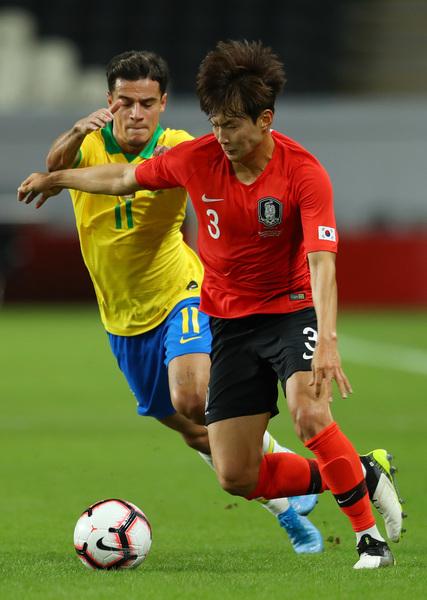 Coutinho trabaja en defensa con Tite FOTO: GETTY