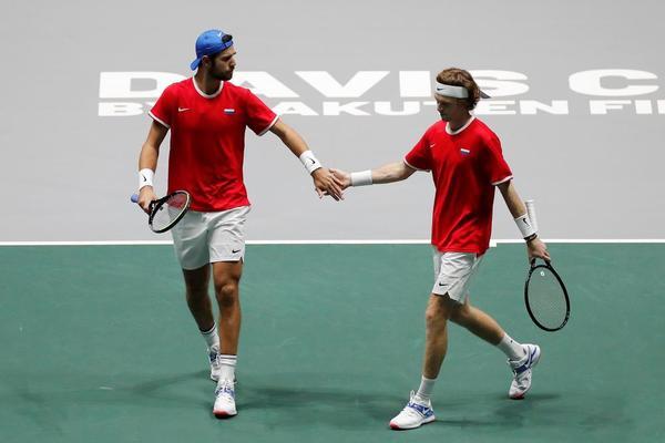 Khachanov y Rublev, otra vez en pista después de jugar los individuales