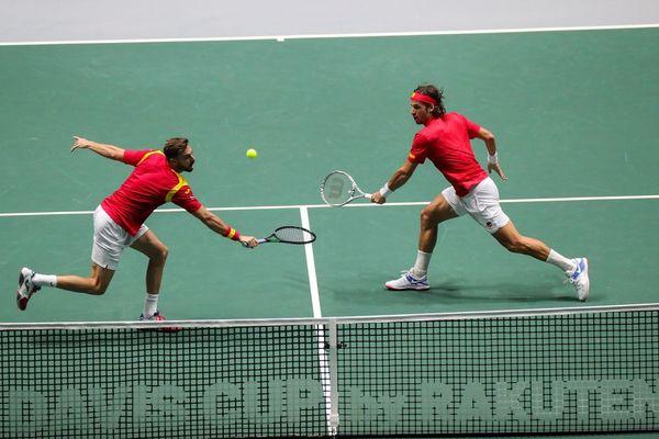 Marcel y Feli, en acción en el partido de dobles