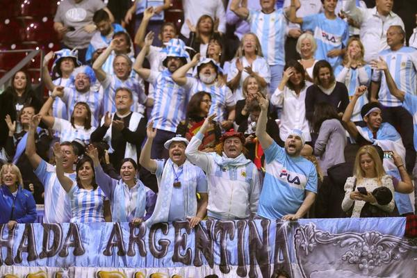 La afición argentina está animando a Guido Pella en la Caja Mágica
