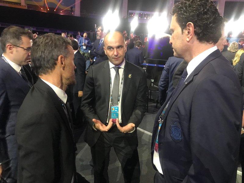 Dos Martínez, Luis Enrique y Roberto, departiendo antes del evento. Foto: @sefutbol