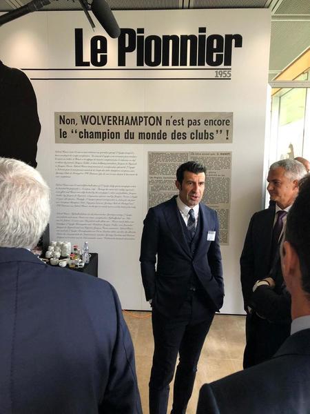 Luis Figo también ha llegado a la sede de la UEFA. (Foto: Sergi Solé)