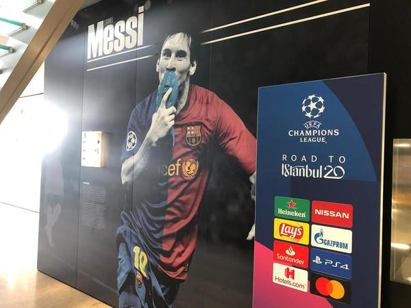 Leo Messi y su beso a la bota en la final de Roma, una de las imágenes a la entrada (Foto: Sergi Solé)