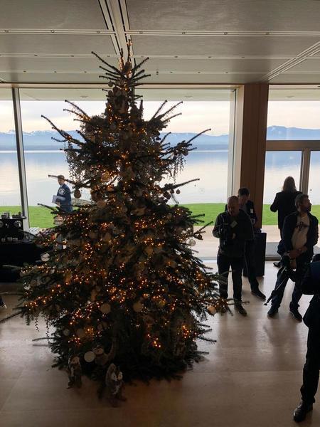 La Navidad ha llegado a la UEFA (Foto: Sergi Solé)
