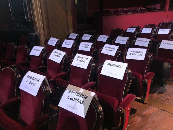 Así se ubicará la delegación del FC Barcelona, excepto Messi, que estará en la primera fila FOTO: @AdriaAlbets
