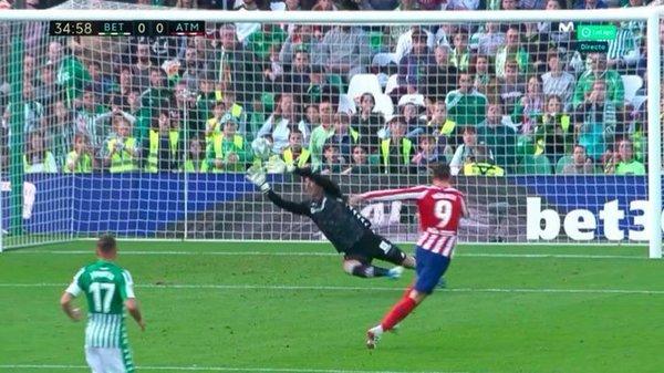 Así fue la gran ocasión de Morata que Joel envió a corner