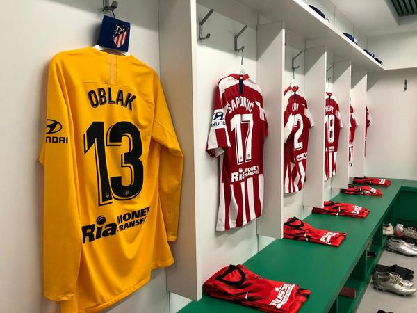 Ya está todo listo en el vestuario del Atlético de Madrid para que salga el Atlético de Madrid, a jugar