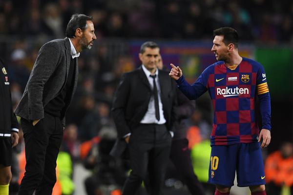La 'pelea' verbal entre Vicente Moreno y Messi FOTO: GETTY