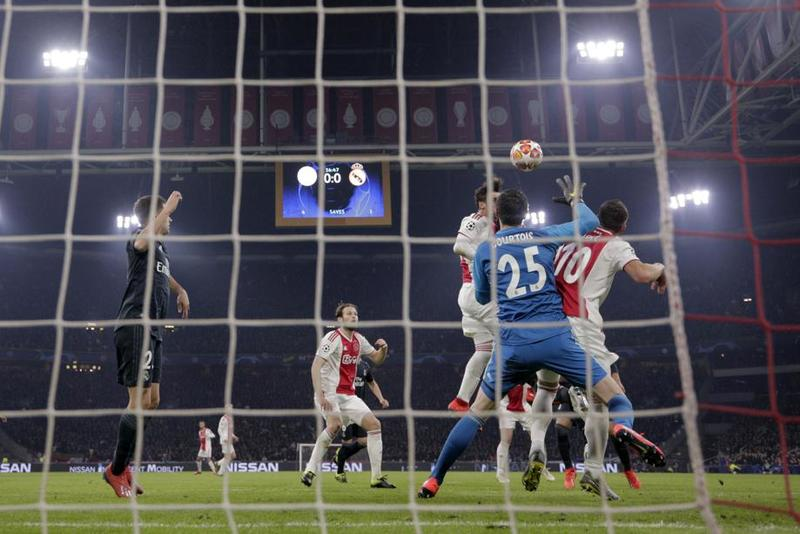 El gol visto desde otro ángulo en el Ajaax - Real Madrid de Champions League