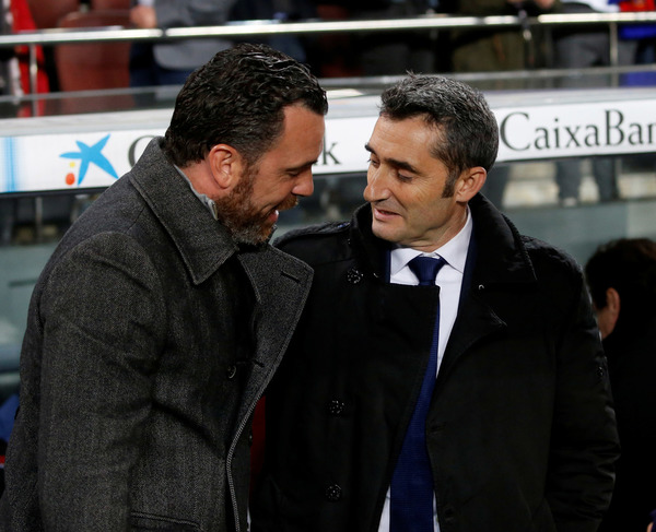 Valverde y Sergio Gonzáles se saludan antes del choque FOTO: PEP MORATA