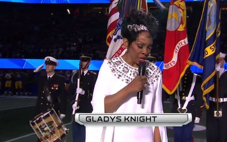 Gladys Knight, interpretando el himno en la Super Bowl 53