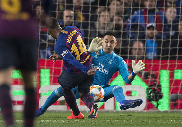 Malcom, en un momento del partido, acabó anotando el gol del empate del Barça FOTO: PERE PUNTÍ