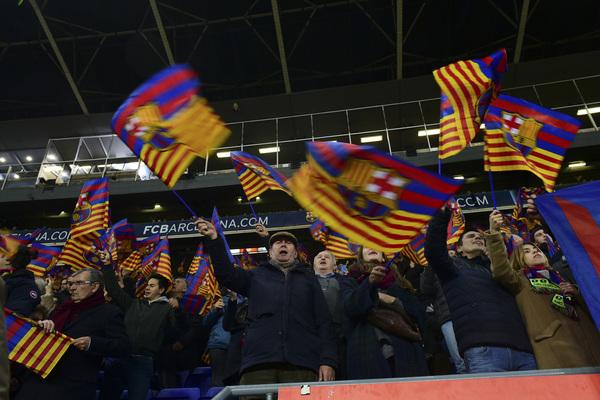 Ambiente en la grada del Camp Nou durante el Clásico de Copa FOTO: MANEL MONTILLA
