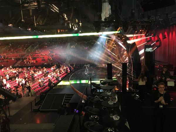 Här är green room där artisterna samlas, bakom syns scenen
