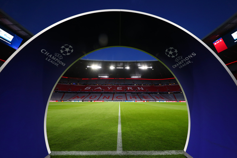 En cinco minutos saldrán por aquí los jugadores de Bayern y Liverpool.