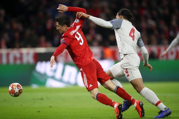 Këtu, në vend të kësaj, kontakti Lewandowski-van Dijk: Bayern ka mbështetur ashpërsinë