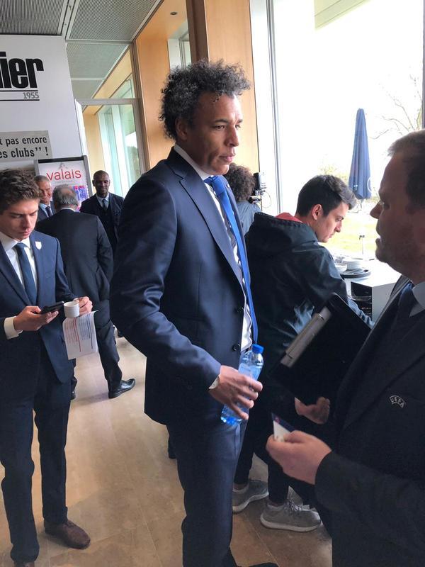 Pierre van Hooijdonk, ex jugador holandés, sacará las bolas de la Europa League en el sorteo posterior al de Champions. Foto: Sergi Solé