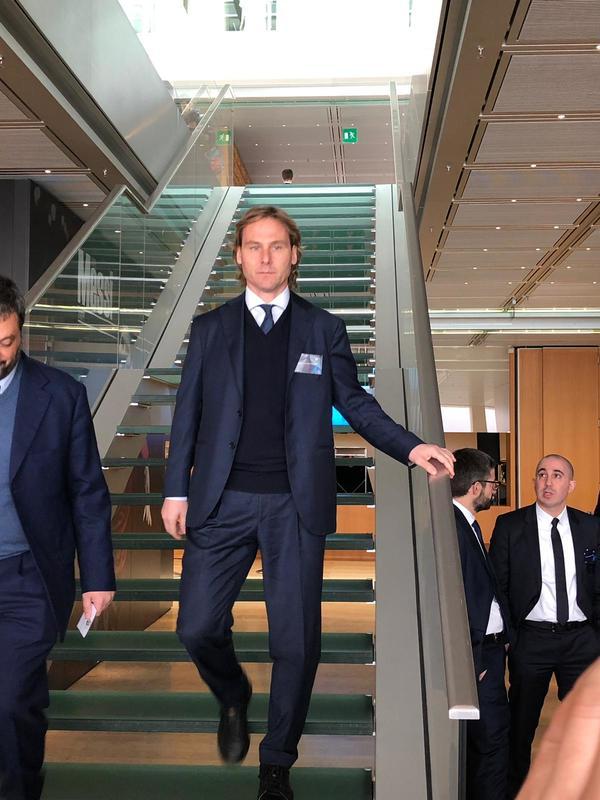 Pavel Nevded, representante de la Juventus, también aparece en Nyon para estar en el Sorteo de Champions de cuartos. Foto: Sergi Solé