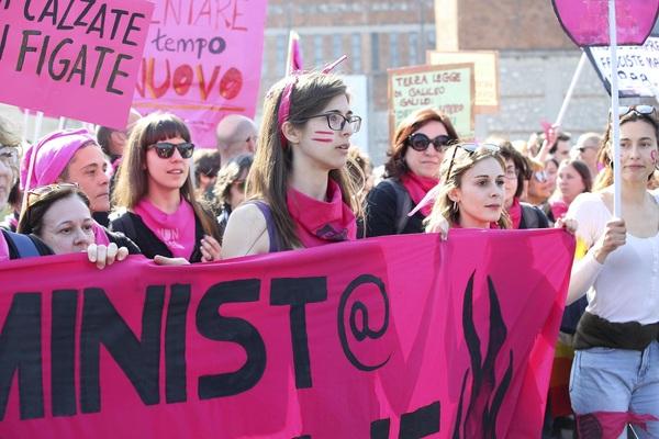 Foto dalla contromanifestazione di Verona
