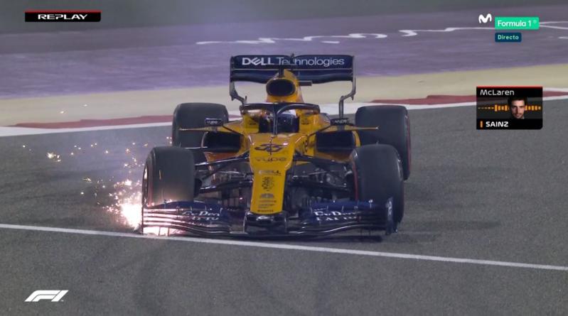 Coche de Sainz tras el toque con Verstappen.