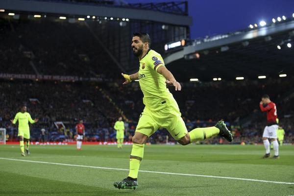 Luis Suárez celebrando el 0-1 del Barça en Old Trafford FOTO: AP
