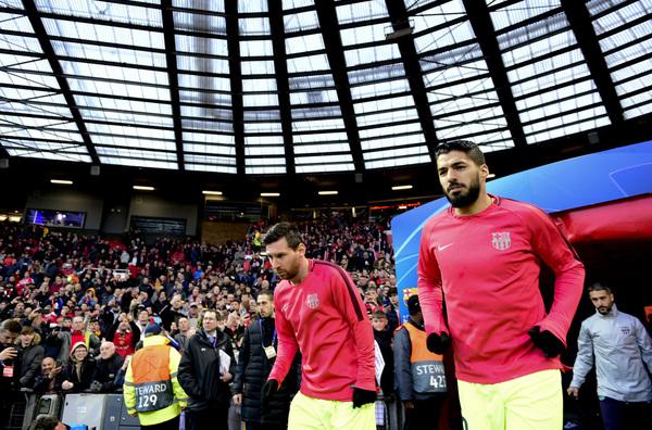 Los jugadores del Barça, saltando a calentar. Foto: Manel Montilla/ MD