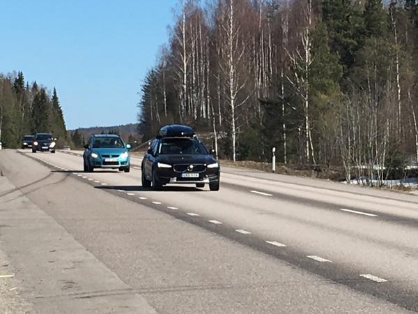 """Västernorrland På E14 mot Jämtlandsfjällen har """"lådbilsrallyt"""" inletts även om trafiken ännu är måttlig."""