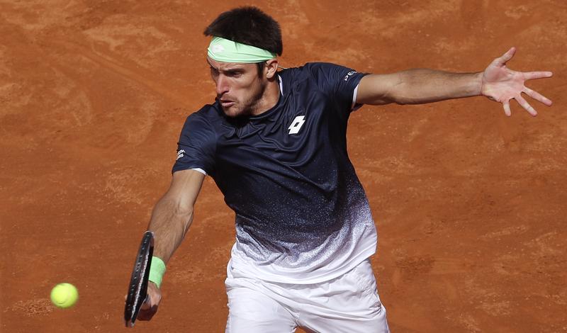 Leo Mayer hace sonar las alarmas en la Pista Rafa Nadal (AP)