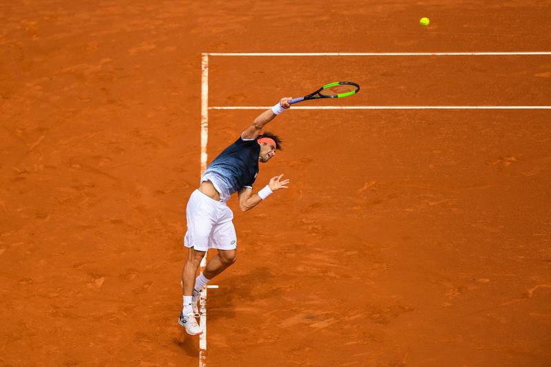 David Ferrer, poniendo en aprietos a Rafa Nadal (AP)