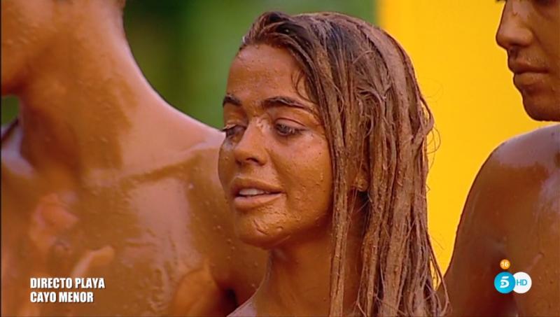 Esta cara se le ha quedado a Violeta al saber que irá a la playa abandonada...