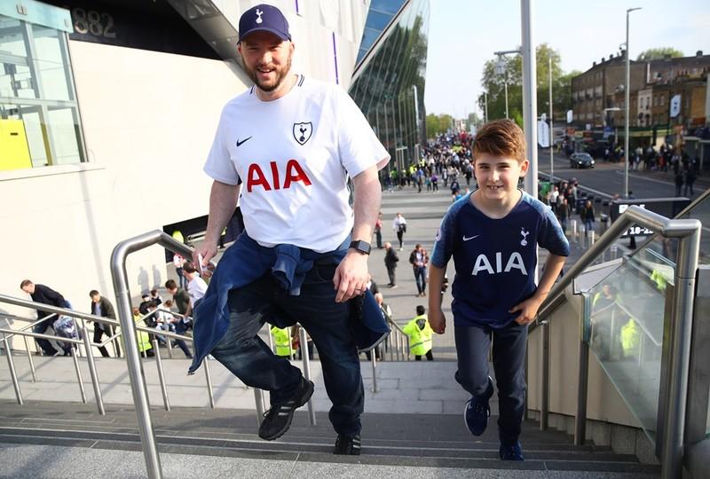 Los seguidores del Tottenham, optimistas pese las importantes bajas FOTO: UEFA.COM