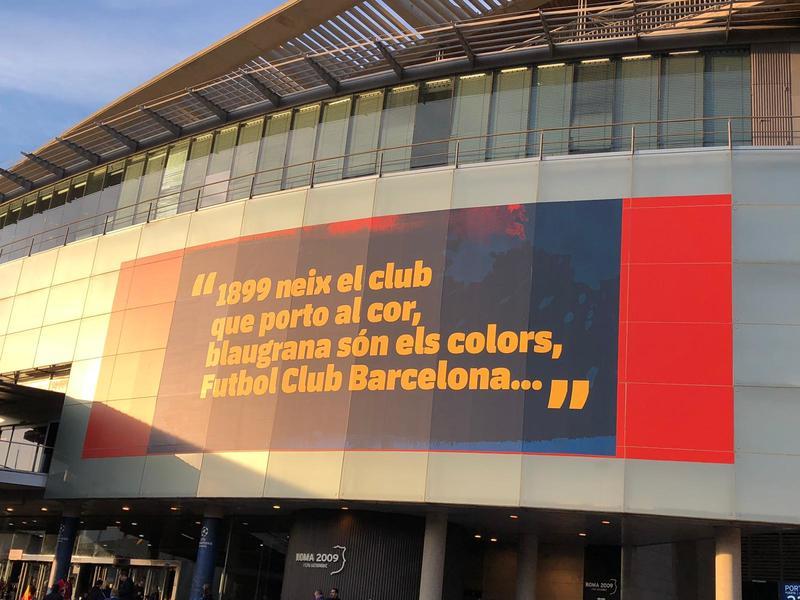 Mensaje especial para este Barça-Liverpool la parte exterior de la tribuna del Camp Nou. Foto: Sergi Solé
