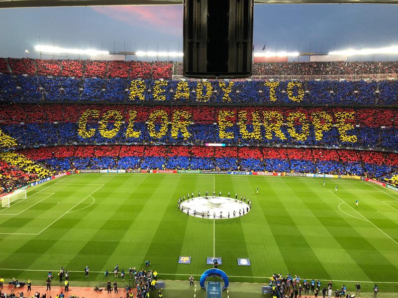 IMPRESIONANTE el mosaico del Camp Nou.