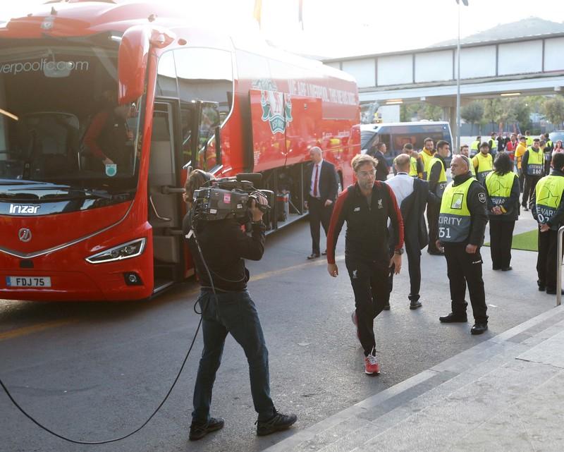 Llegada del Liverpool al Camp Nou. Foto: Pep Morata - MD