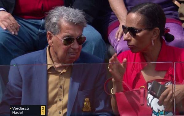 Manolo Santana, con su pareja Claudia, también en Roma no perdiéndose un partido. Muy amigo del italiano Nicola Pietrangeli.