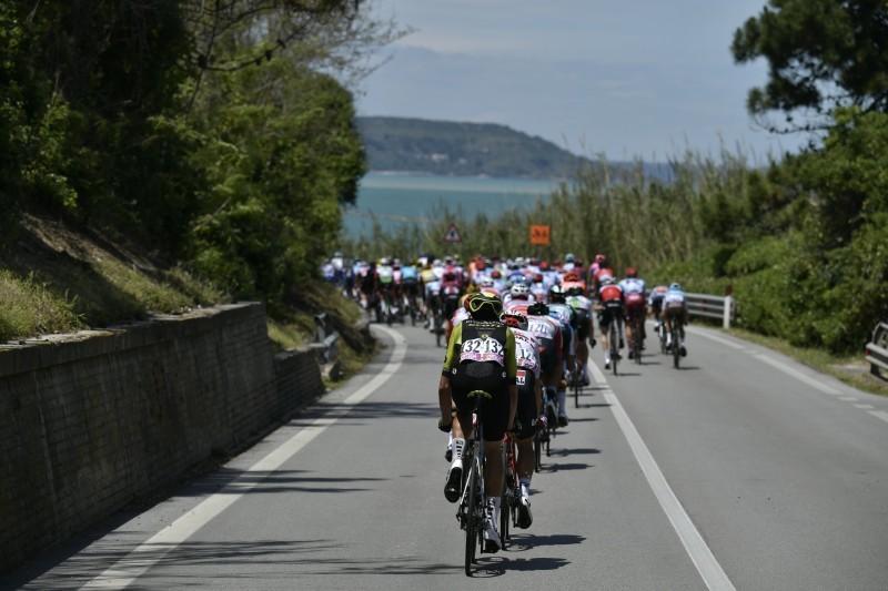 Etapa muy dura en el pelotón, que va lanzado desde el primer kilómetro de esta 7ª etapa del Giro de Italia