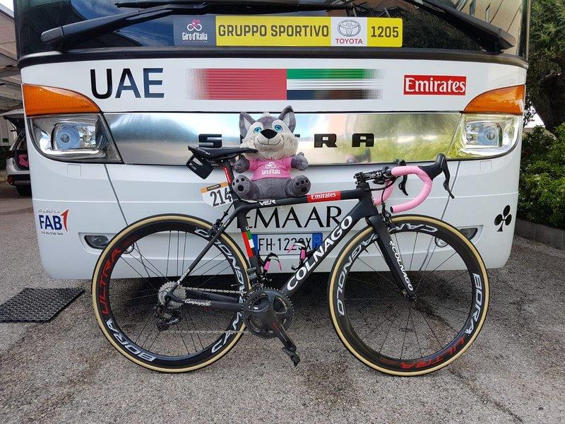 LA BICICLETA DEL LÍDER. Valerio Conti (UAE) luchará por defender su liderato en el Giro de Italia