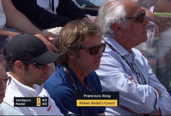 Francis Roig, entrenador en Roma de Rafa Nadal. Flanqueado por Rafa Maymó y Sebastià Nadal.